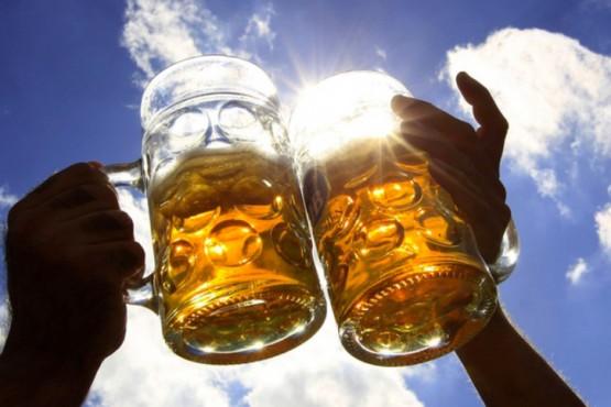 Según un estudio tomar cerveza puede mejorar su concentración y reducir el riesgo de demencia