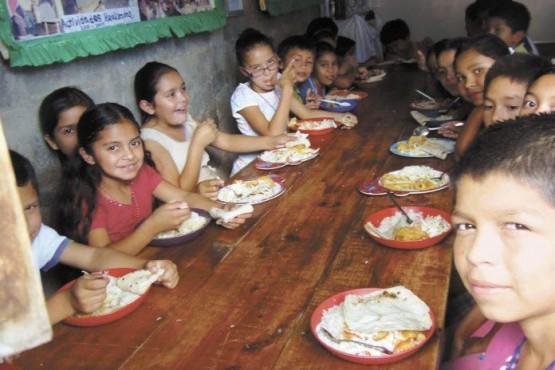 Casi 4 millones de niños argentinos con problemas para alimentarse