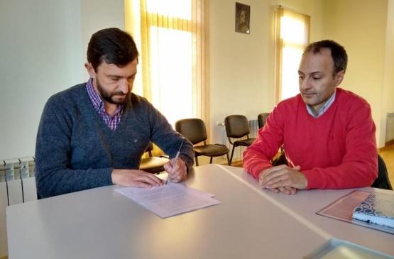 Firma de convenio entre las partes.