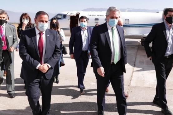El Presidente suspendió la gira por el interior por el contagio de Insaurralde