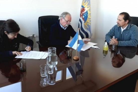 El CAP firmó acta para la conservación del Macá Tobiano y Aves Playeras