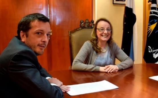 Provincia firma asistencia por 3000 millones