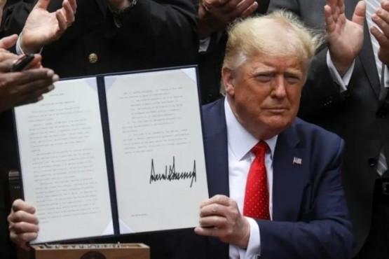 Con un decreto, Donald Trump prometió reducir el crimen y mejorar los estándares de la Policía