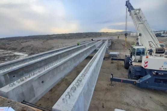 Vialidad supervisa el avance en la construcción del nuevo puente de Arroyo La Mata