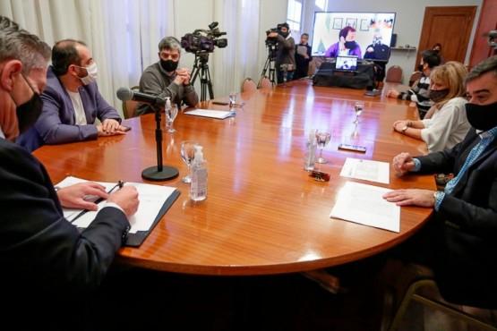 Arcioni y Luque firman para concluir la obra del Centro de Encuentro Norte