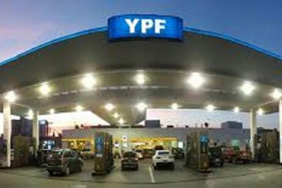 YPF informó que no regala bonos de combustible gratis