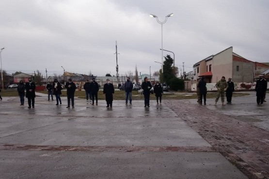 Los funcionarios y autoridades presentes (Foto: C.Robledo).