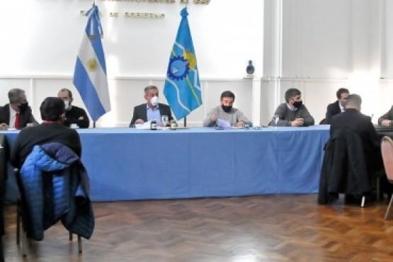 Arcioni firmó un DNU para obras en los canales de riego del Valle