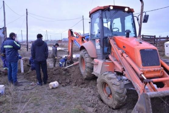 Continúan los trabajos de extensión de red de agua en el Barrio Santa Cruz
