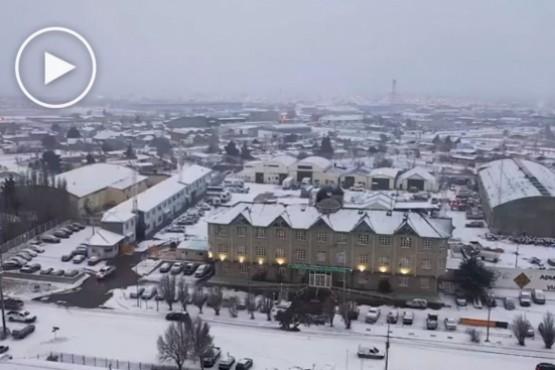 Desde las alturas: así se ve Río Gallegos nevada