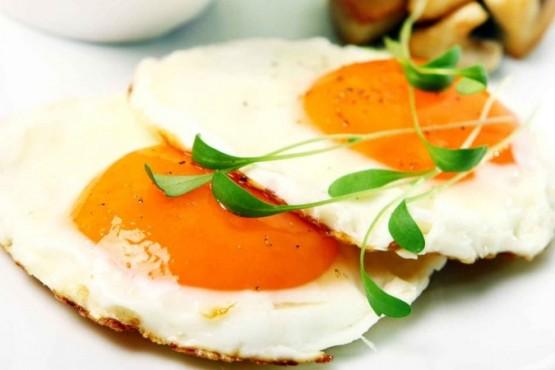 Truco para hacer huevos fritos sin aceite