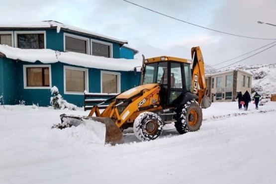 Trabajos de remoción de nieve en las calles