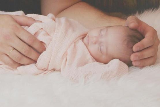 Una bebé nació sin extremidades debido a una extraña enfermedad genética