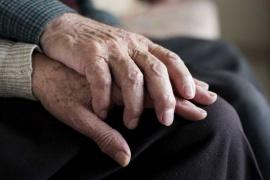 Un estudio revela por qué el Alzheimer afecta más a mujeres que a hombres