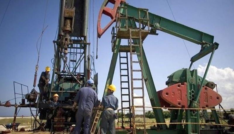 Los petroleros que no están yendo a yacimiento, cubiertos hasta el 31/08. (Archivo).