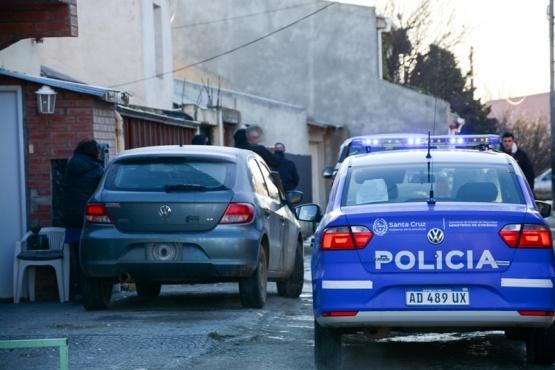 Los policías trabajaron por varias horas en la casa. (Foto: F.C.)
