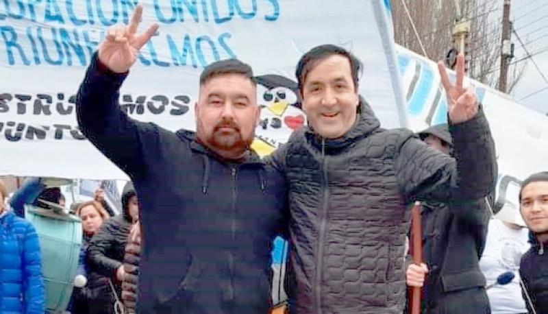 """""""Jarki"""" Arabena, dirigente barrial. En la foto, junto a Pablo Grasso."""