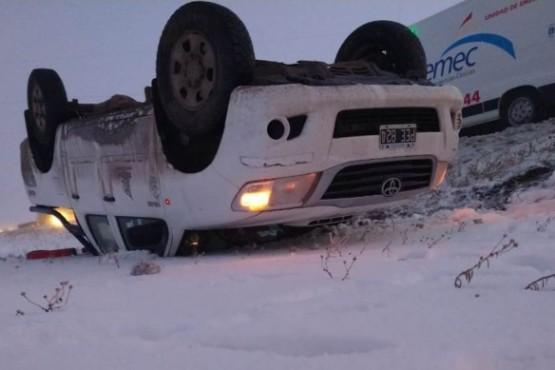 Volcó una camioneta perteneciente a una empresa petrolera