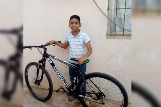 Vendió los churros que cocinaba su mamá y pudo comprar su deseada bicicleta