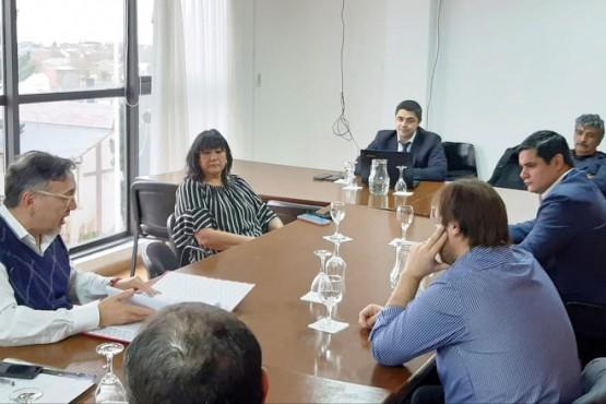 La reunión se realizó en la legislatura provincial.