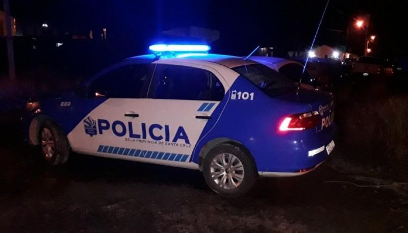 Policía anoche, en zona de chacras (Foto: Marcelo Del Buono.)