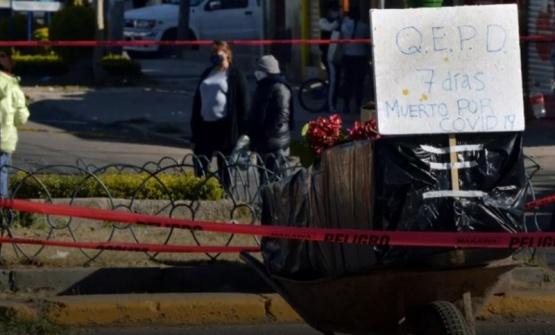 Vecinos protestan en Bolivia por cadáveres sin sepultura