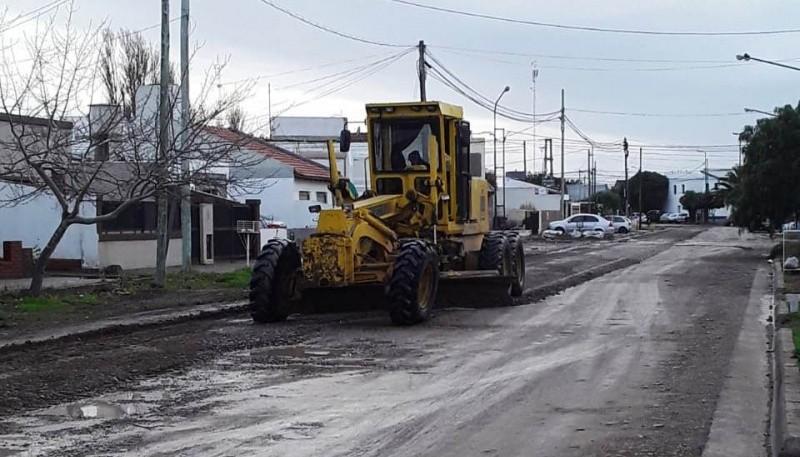 Ante el temporal de lluvia, el municipio realiza reparaciones de calles y trabajos de agua