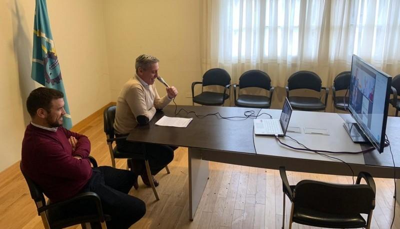 Arcioni mantuvo una videoconferencia con Daniel Arroyo