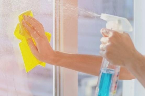Cómo quitar de forma natural la grasa de las ventanas de la cocina