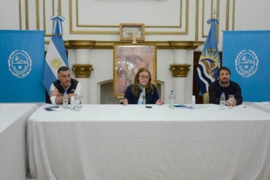 Alicia firmó el Decreto 811/20 que rige a partir del día de la fecha en todo el territorio provincial
