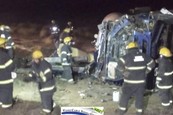 Un camión de la empresa Tomrel S.A volcó en Sierra Grande