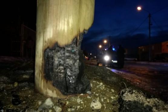 Bomberos sofocó el incendio de un poste de alumbrado público (C.G)