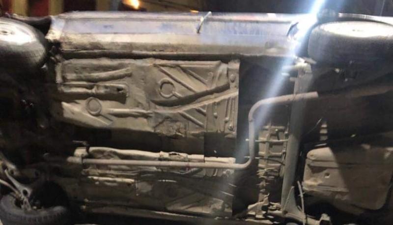 Un joven volcó tras perder el control de su vehículo