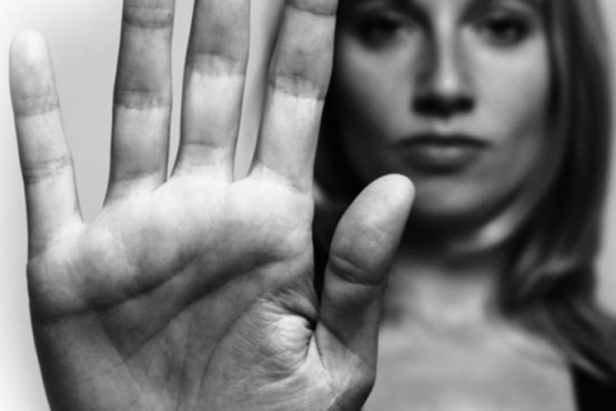 Una mujer denunció haber sido abusada por dos sujetos