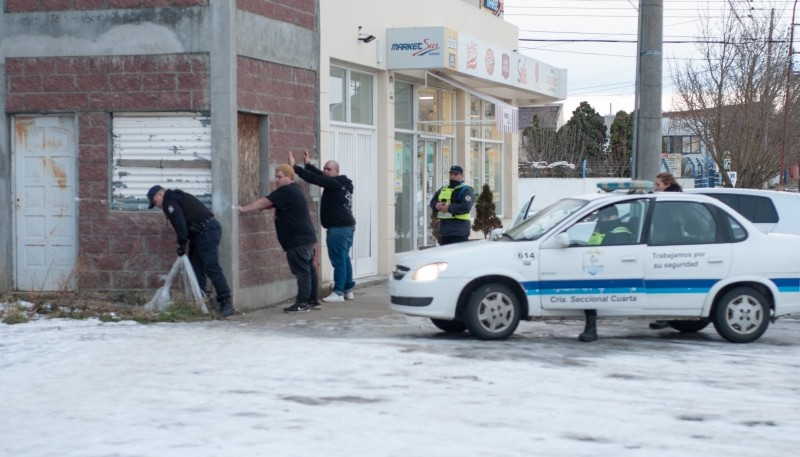 Dos personas fueron aprehendidas por posesión de arma de fuego (L.F)
