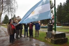 Realizan acto por el Día de la Independencia en Lago Puelo