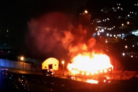 Grave incendio en un galpón de Catalán Magni