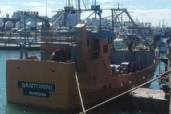 """""""El Santorini con la tripulación dada de alta por Whatsapp llegó a Rawson"""""""