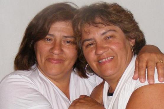 La conmovedora historia de dos hermanas gemelas que se conocieron a los 50 años