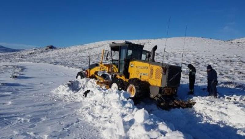 Vialidad Provincial coordinó operativo de rescate de una familia varada al sur de Las Heras