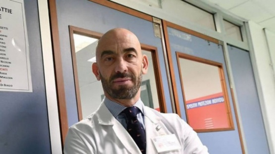 El experto italiano que afirma que el coronavirus se debilita