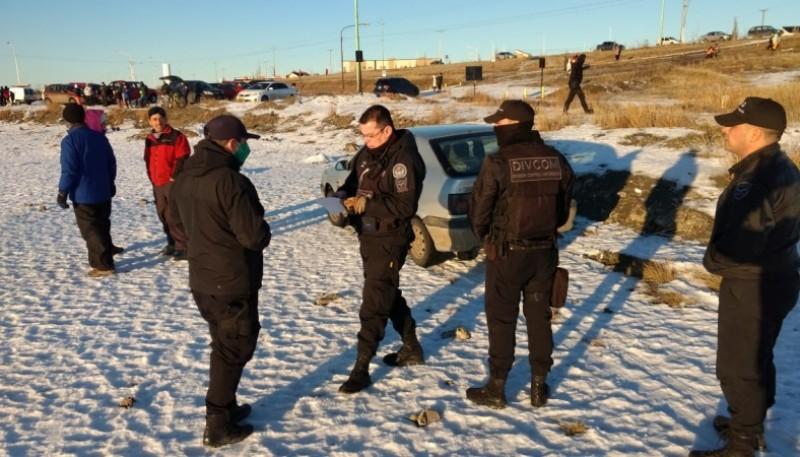 Jugaba con su vehículo y la policía se lo secuestro por falta de seguro