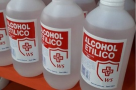 Prohíben un alcohol etílico y un limpiador desinfectante