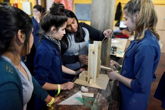 Convocatoria para iniciativas de educación técnica, empleo y desarrollo tecnológico