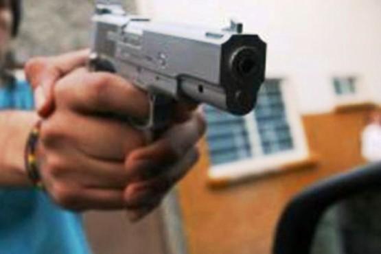 Delincuentes armados ingresaron a su casa y le robaron 30 mil pesos