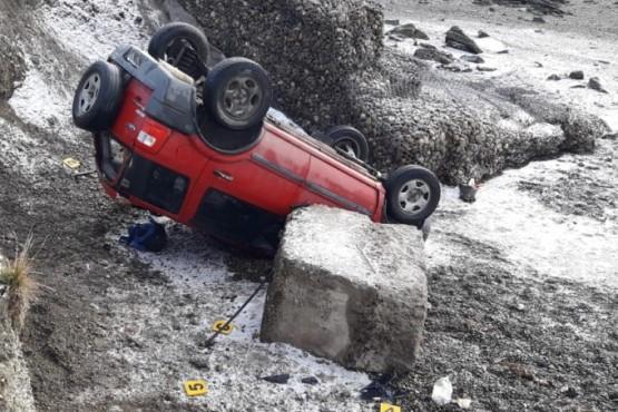 La camioneta volcada (Foto: Ulises. R).