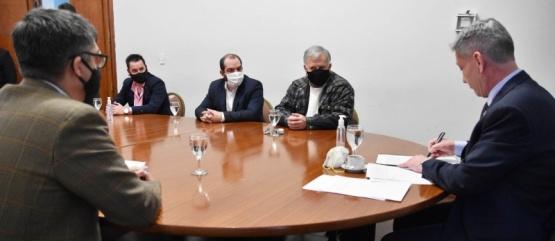Arcioni firmó convenios para obras de gas y cloacas por más de 3 millones de pesos