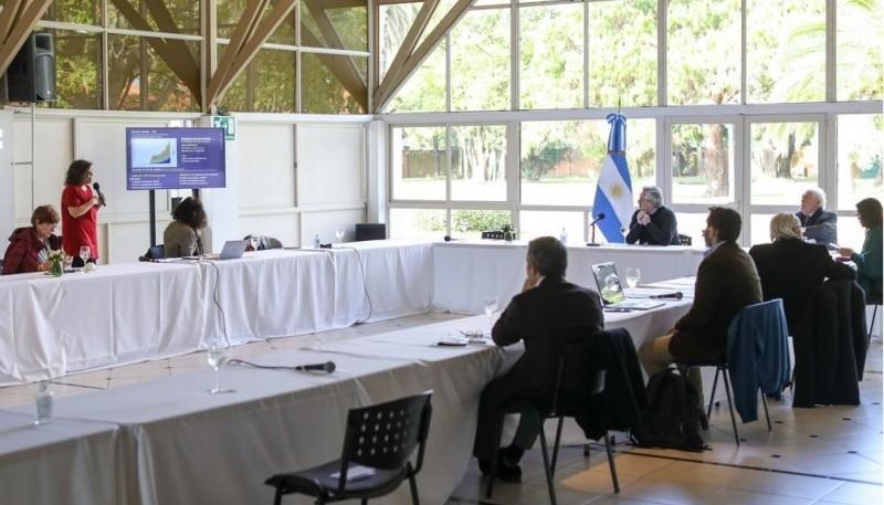 El Presidente se reunió con el comité de expertos médicos y científicos