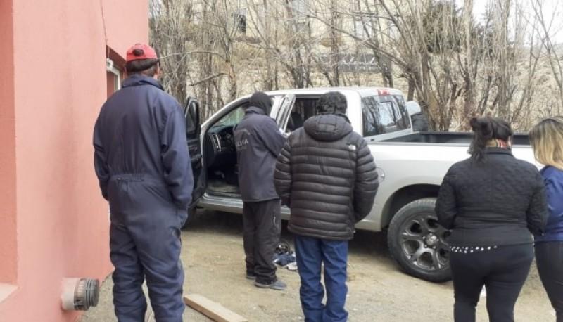 Vivienda allanada por el personal de la DDI de El Calafate, donde se encontró y secuestró camioneta Dodge RAM.