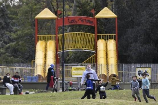 La ciudad porteña hoy reabre más de 900 parques y plazas